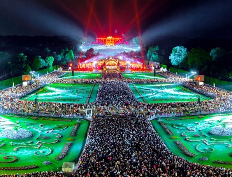 Vienna philharmonic orchestra summer night concert